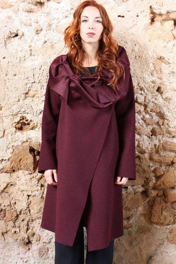Cappotto bordeaux collo ad anello collezione autunno inverno 2019 elio fronterre marzamemi sicilia3