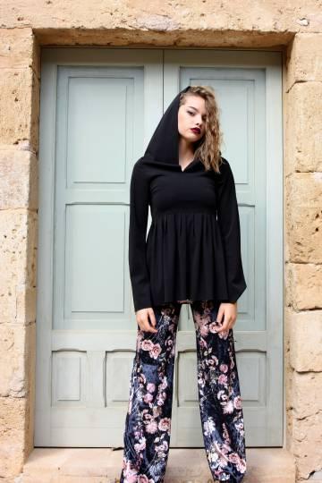 Art F93 Blusa nera con cappuccio4