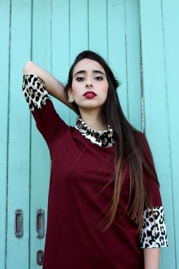 Art W102 Blusa bordeaux con animalier2
