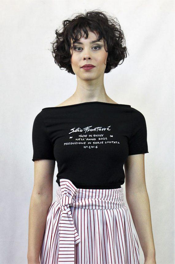 V32 T.shirt nerascritta bianca serie limitata Elio Fronterrè collezione primavera estate 2021 via con me marzamemi sicilia sicily 2