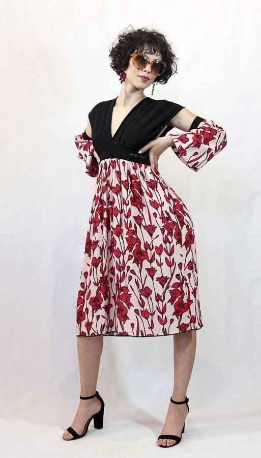 V70 Abito nero fiori rossi maniche Elio Fronterrè collezione primavera estate 2021 via con me marzamemi sicilia sicily 2