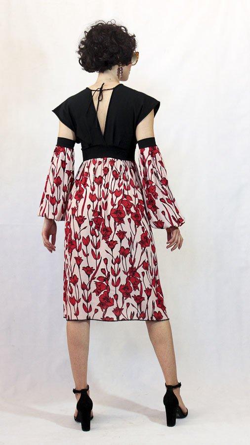 V70 Abito nero fiori rossi maniche Elio Fronterrè collezione primavera estate 2021 via con me marzamemi sicilia sicily 2 1